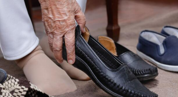 best house slippers for elderly people