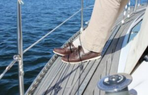 how to wear boat shoes with socks