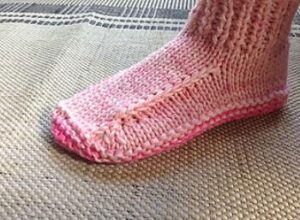 how to knit slippers with straight needles