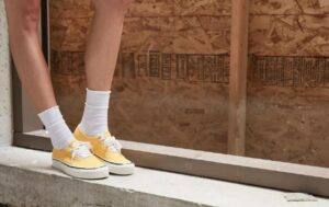 how to wear vans with socks in style