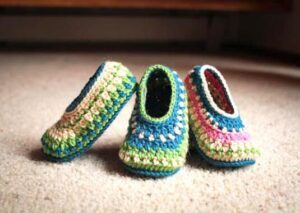 steps on crocheting slipper socks