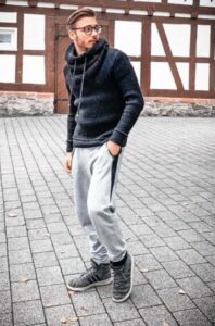how to wear jogger with black hoodies