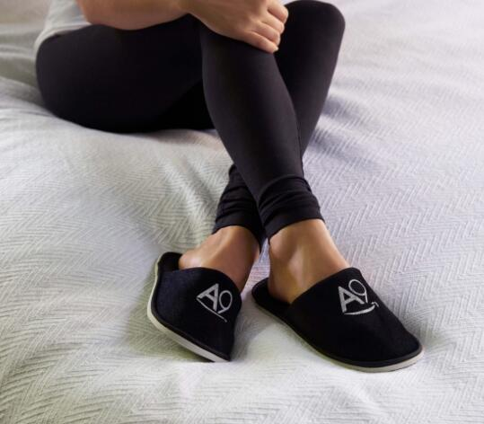 how to choose travel slippers on the go