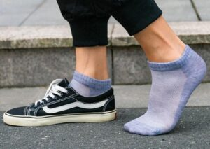wear ankle socks with black shoes